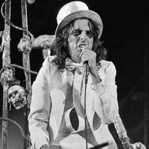 Alice Cooper by Steve Emberton